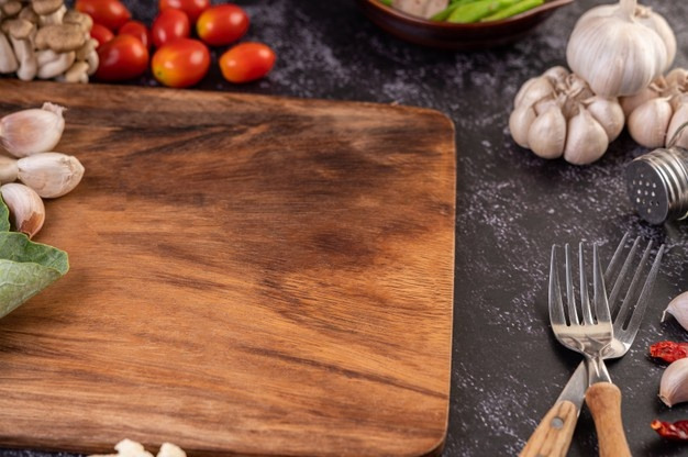 Does a Wood Cutting Board Hold Bacteria